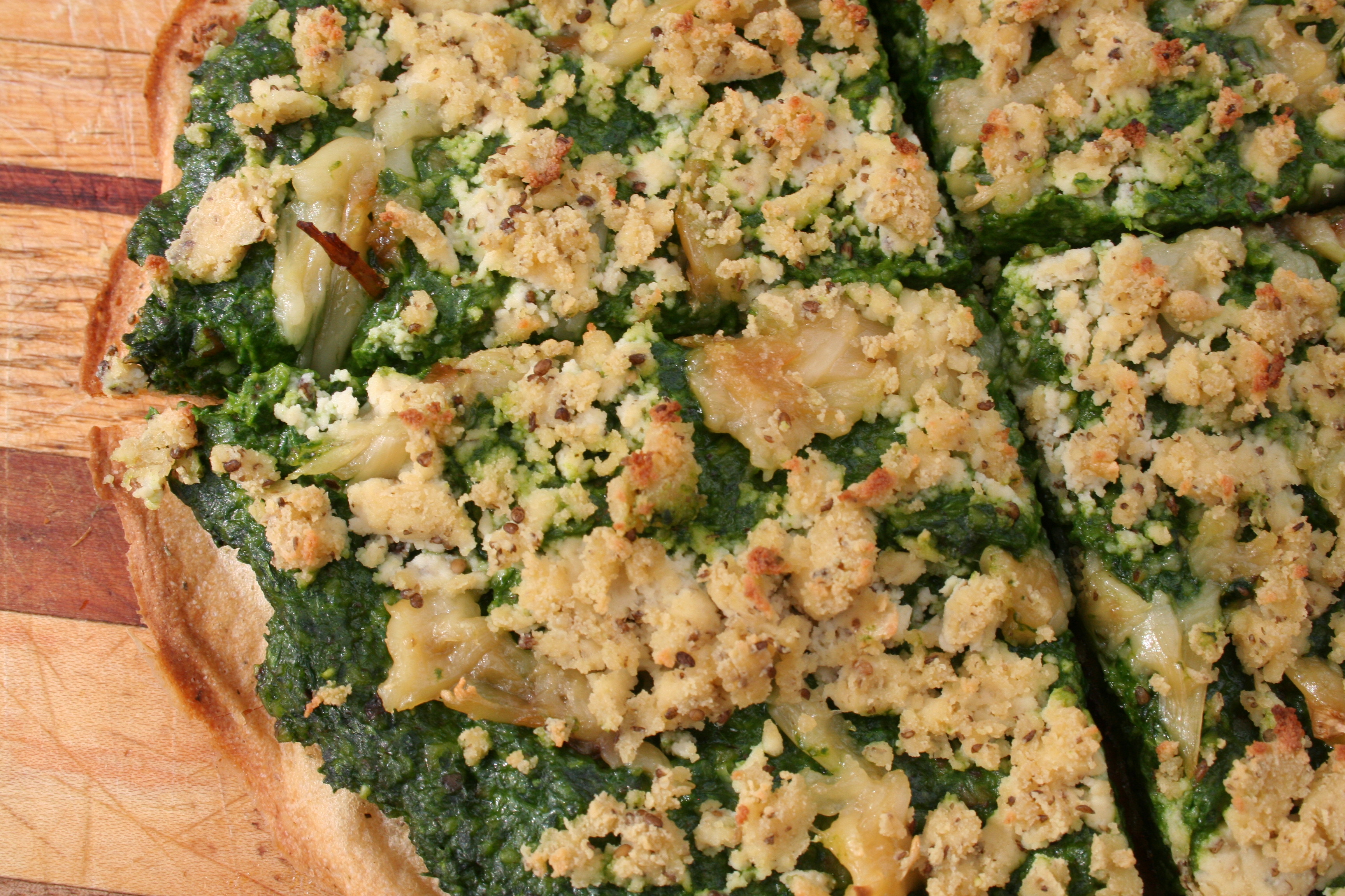 Pizza with Spinach Pesto, roasted garlic and Vegcuisine Soya Bleu Cheese