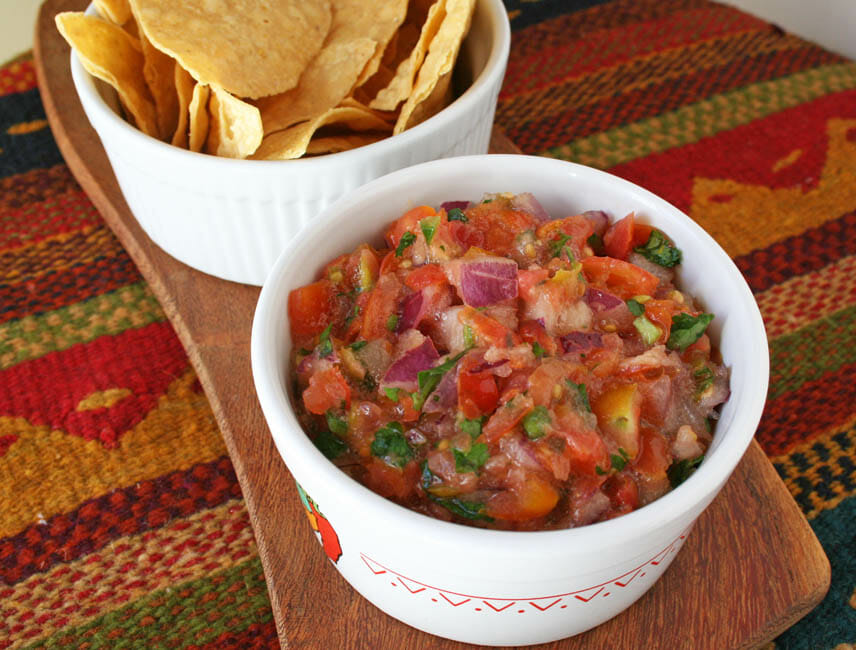 Salsa Fresca (Fresh Salsa) with chips.