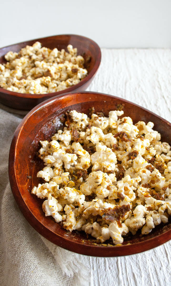 Pizza Popcorn in wooden bowls.