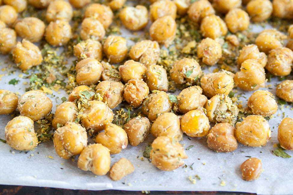 Crunchy Roasted Chickpeas close up.