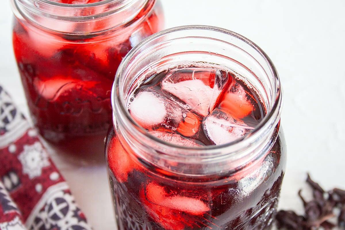 Agua de Jamaica (Hibiscus Tea) in two mason jars close up.
